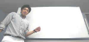 講義をする心理カウンセラー・コーチの山田康一朗さん