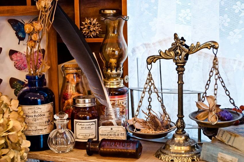 最近の勤務弁護士の年収や独立の事情